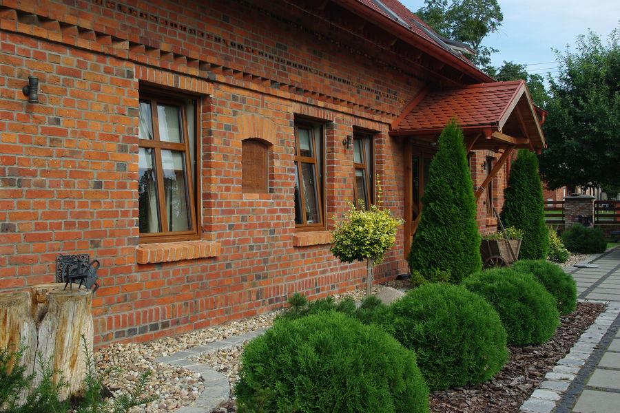 Ceglany Dom I Stodola